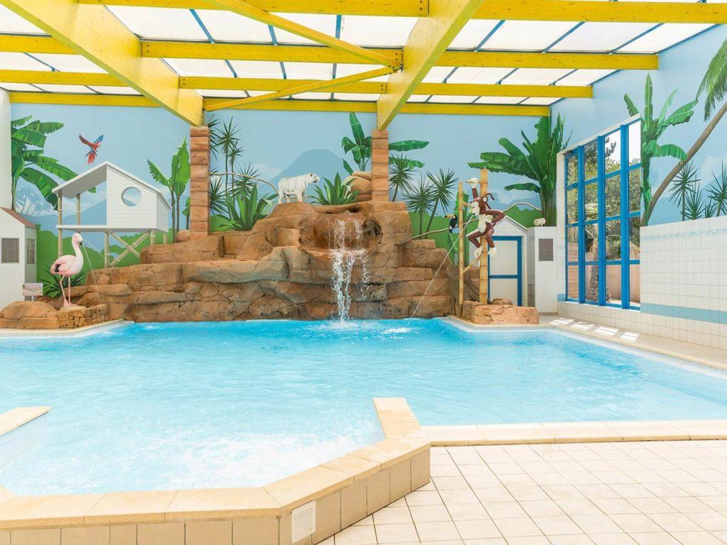 Indoor Pool Campsite Vendee Atlantic Coast In Pays De La Loire Caravaning 4 Stars Le Chaponnet
